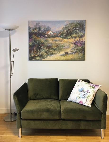 raumwunder | Bewohnerzimmer | Sofa und Bild