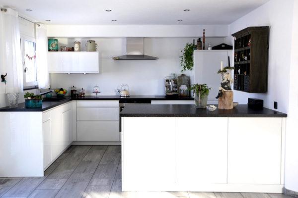 raumwunder | Küchenumbau | umgebaute Küche mit Dekoration